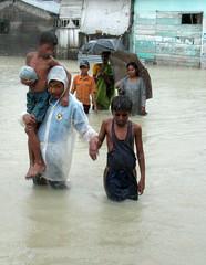 INDIAN FAMILY MOVES TOWARDS SAFTY PLACE AT RAJIV NAGAR.