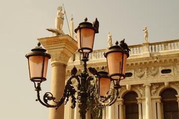 Alte Straßenlaterne in Venedig /Italien