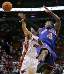 New York Knicks guard Nate Robinson passes the ball as Miami Heat Jason Kapono try to stop him during their NBA basketball game in Miami