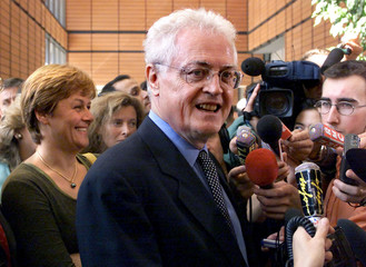 PRIME MINISTER LIONEL JOSPIN AND ENVIRONMENT MINISTER DOMINIQUE VOYNET AT SUMMIT IN LYON.