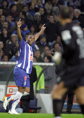 Porto's McCarthy celebrates his goal in front of Sporting's goalkeeper Ricardo in Porto