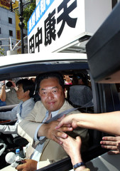 EX-GOVERNOR TANAKA SHAKES HANDS WITH HIS SUPPORTERS FROM CAMPAIGN CARIN NAGANO.