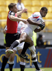England's Isoa Damudamu disputes the ball with Canada's Adam Kleeberger in a bowl quarterfinal match of the IRB rugby Sevens World series in Wellington