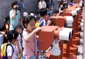 SOUTH KOREAN PRESCHOOLERS AT A LOOKOUT POST IN PAJU, SOUTH KOREA.
