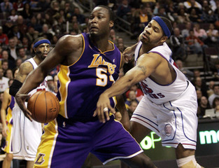 L.A. Lakers center Kwame Brown is guarded by Detroit Pistons center Rasheed Wallace during the first half of their NBA basketball game in Auburn Hills,