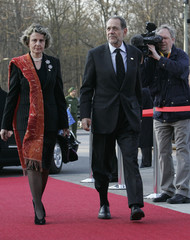 EU High Representative Javier Solana and his wife Concha arrive at the Philharmonie in Berlin