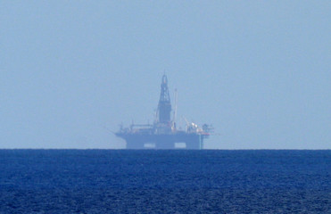 OIL RIG EIRICK RAUDE DRILLING FOR OIL OFFSHORE CUBA.