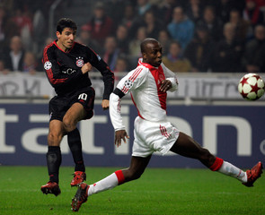 Bayern Munich's Makaay scores his first goal past Ajax Amsterdam's Trabelsi during their ...