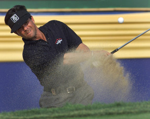 MORLAND BLASTS OUT OF BUNKER AT CANADIAN OPEN.