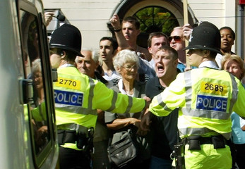 BYSTANDERS SHOUT ABUSE AS MAXINE CARR LEAVES PETERBOROUGH MAGISTRATESCOURT.