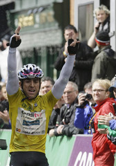 Team Candi TV-Marshalls Pasta rider Downing of Britain raises his arms as he wins the overall of the Tour of Ireland cycling race in Cork