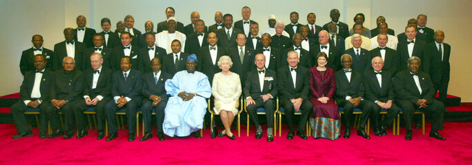 QUEEN ELIZABETH II AND THE DUKE OF EDINBURGH POSE FOR THE FAMILYPICTURE OF ALL THE COMMONWEALTH ...
