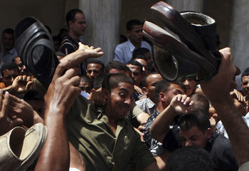 Protesters and plain-clothes policemen clash in Cairo