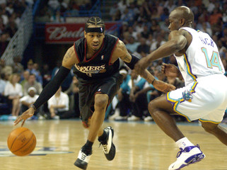 NEW ORLEANS PACK GUARDS 76ERS IVERSON.