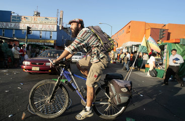 Tomaselli rides his bike in Mexico City