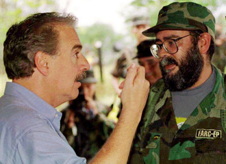 COLOMBIAN PRESIDENT ANDRES PASTRANA TALKS WITH REBEL COMMANDER ALFONSO CANO IN LOS POZOS.