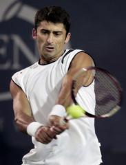 Sargis Sargsian returns to Nicolas Massu at the U.S. Open.