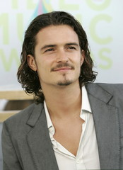 Actor Orlando Bloom poses for photographers during arrivals for the MTV Video Music Awards in Miami ..