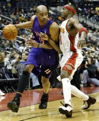 RAPTORS CARTER DRIVES AGAINST THE HAWKS TERRY IN NBA ACTION IN ATLANTA.