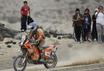 Australia's David Schwarz rides his KTM during the ninth stage of the South American edition of the Dakar 2009 from Serena to Copiapo