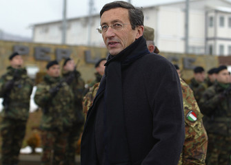 Italian Foreign Minister Gianfranco Fini visits his troops in Kosovo