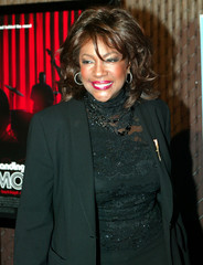 MARY WILSON POSES AT PREMIERE OF MOTOWN MOVIE.