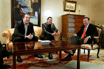 Basque Premier Juan Jose Ibarretxe (R) and representatives of outlawed pro-independence party Batasu..