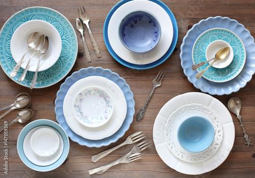 geschirr in weiss und blau stockfotos und lizenzfreie bilder auf bild 147059369. Black Bedroom Furniture Sets. Home Design Ideas