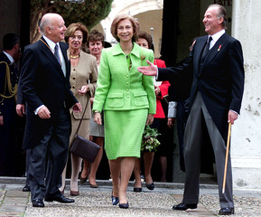 Spanish King Juan Carlos (R) smiles as he walks with Chilean writer Jorge Edwards (L) and Queen Sofi..