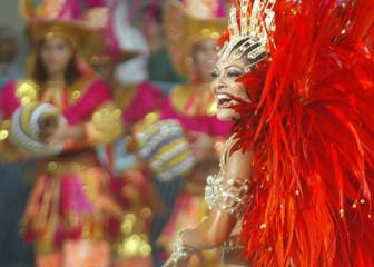 BRAZILIAN ACTRESS PAES DANCES DURING CARNIVAL PARADE IN RIO DE JANEIRO.