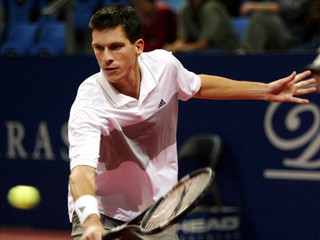 TIM HENMAN RETURNS TO MICHEL KRATOCHVIL AT THE SWISS INDOORS ATPTOURNAMENT IN BASLE.