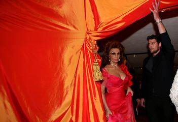 Italian movie legend Sophia Loren arrives for a philharmonic concert in Tel Aviv