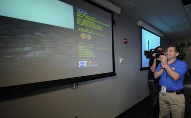 JPL project manager for NASA's Phoenix Mars Lander Goldstein celebrates as images downloaded from the Phoenix Mars Lander are projected in Pasadena