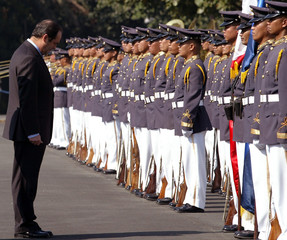 Spanish Defence Minister Jose Bono reviews honour guard in Manila