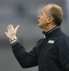 Austria Vienna's coach Zellhofer reacts during their Austrian League soccer match against LASK Linz in Linz