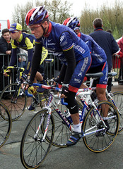 AMERICAN CYCLING CHAMPION LANCE ARMSTRONG AT THE TOUR DE LA SARTHE CYCLING RACE IN FRANCE.