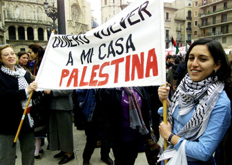 PRO PALESTINIAN DEMONSTRATORS HOLD UP A BANNER IN VALENCIA.