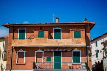 Dans les rues de Porto Ercole en Toscane