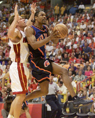 KNICKS SPREWELL GOES UP FOR SHOT AGAINST HEAT MAJERLE.
