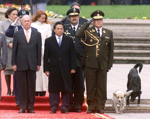 PERUVIAN PRESIDENT TOLEDO AND CHILEAN COUNTERPART LAGOS LISTEN TONATIONAL ANTHEMS.