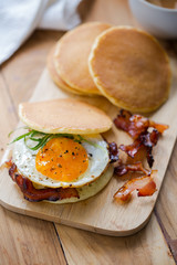 pancake with fried egg and bacon sandwich