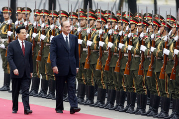 French President Jacques Chirac and Chinese President Hu Jintao review the honour guard in Beijing