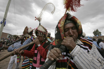 "Bolivian Indians play ""jula-julas"", native instruments, in Tinguipaya"