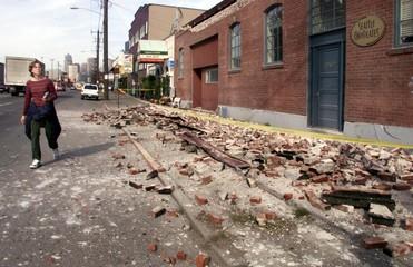 KELLY SINK WALKS PAST SEATTLE CHOCOLATES DESTROYED IN QUAKE.