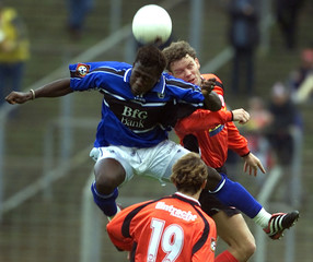 EINTRACHT FRANKFURT'S KRACHT'S IS CHALLENGED BY SC FREIBURG'S COULIBALY IN GERMAN FIRST DIVISION ...