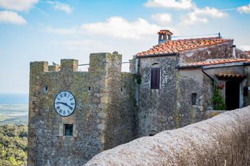 Les fortifications de Capalbio en Toscane