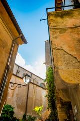 Dans les rues de Capalbio en Toscane