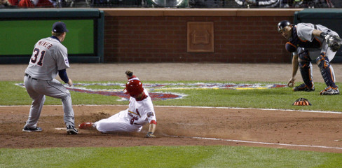 Cardinals So Taguchi scores against Tigers during Game 3 in Major League Baseball's World Series in St Louis