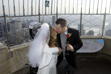 COUPLE KISSES AFTER MARRYING ATOP EMPIRE STATE BUILDING.