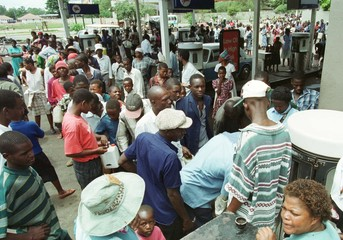 HARARE RESIDENTS QUEUE FOR PARRAFIN.